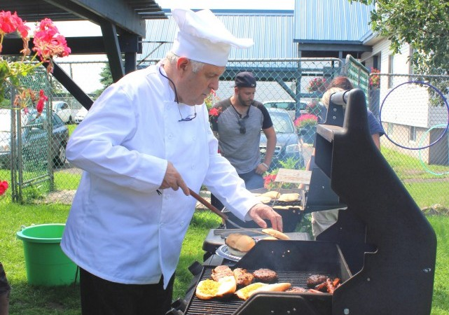 bbq-employees-19-08-2015-tim-manoir-kanisha-131-e1440350095806